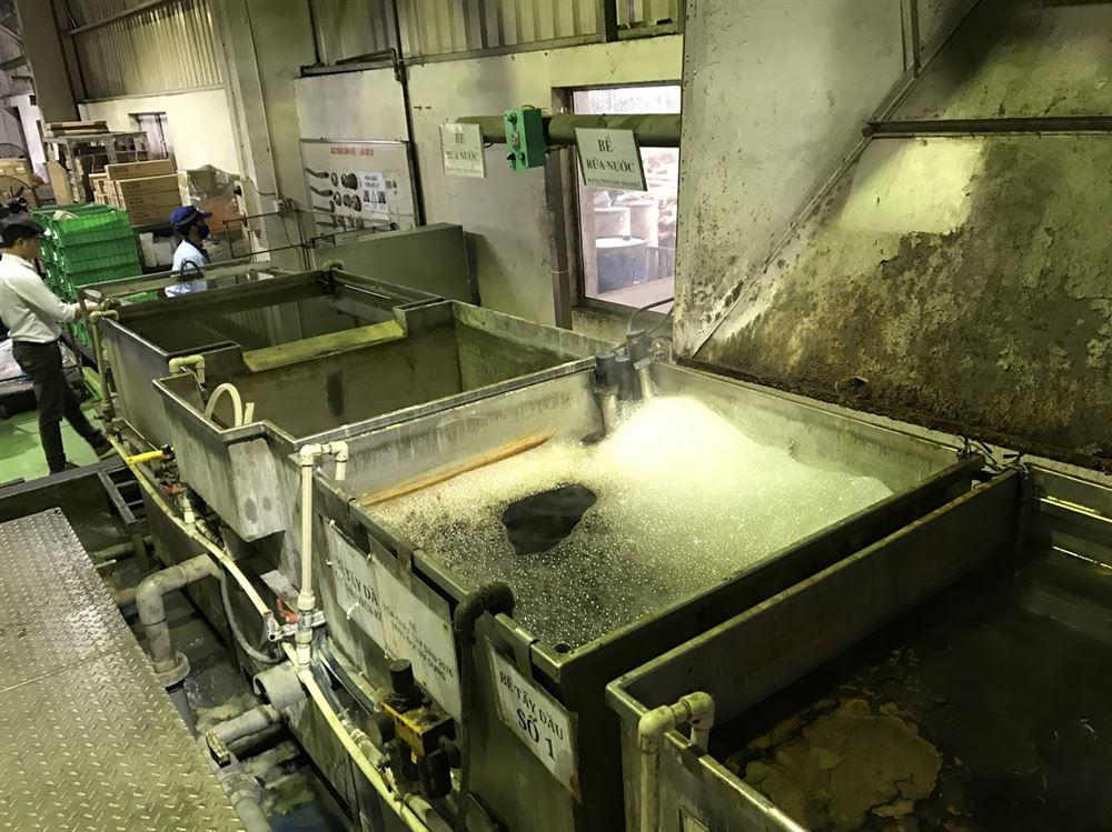 Hóa chất tẩy dầu mỡ trên nền kim loại